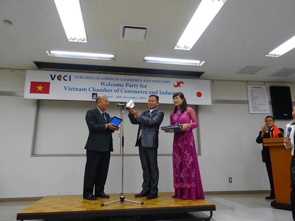 Doanh nhân Lê Xuân Hoàng – Đại diện VCCI nhận KNC do ngài Toyoda Fujio trao tặng tại Nhật Bản